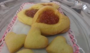 biscotti farciti con marmellata